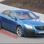 Opel Insignia OPC é flagrado com poucas camuflagens