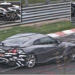 O que faz um Nissan GT-R camuflado em Nürburgring?