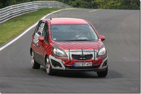 Opel Meriva é flagrada em Nurburgring