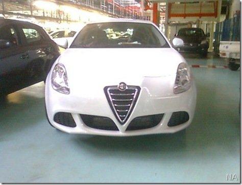 Alfa Milano aparece por inteiro em mais flagras na sua linha de montagem