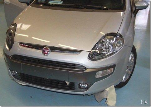 Fiat Punto reestilizado aparece sem camuflagens