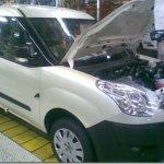 Novo Fiat Dobló europeu é flagrado em linha de montagem
