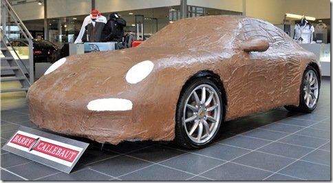 Concessionária da Porsche cobre 911 Carrera S com chocolate