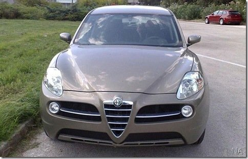 Alfa Romeo Kamal é flagrado na Itália