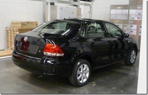 Volkswagen Polo Sedan 2011 é flagrado sem disfarces