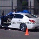 Peugeot 508 é flagrado em gravação