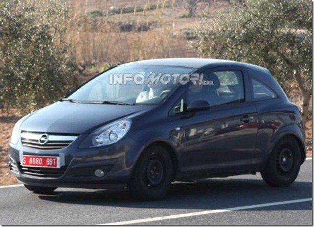 Opel Allegra é flagrado com carroceria do Corsa