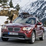 BMW X1 ganha versão xDrive28i com motor 2.0 biturbo de 245 cavalos
