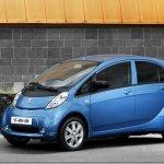 União Europeia pretende fazer com que os carros elétricos substituam os movidos a combustão até 2050