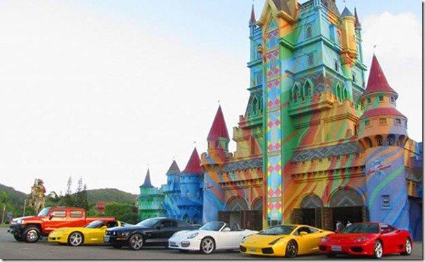Superesportivos podem ser dirigidos pelo público em atração de parque em Santa Catarina
