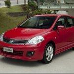 Nissan Tiida 2012 chega às lojas com novidades