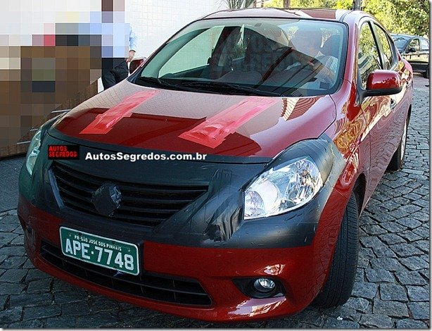 Nissan Sunny é flagrado no Brasil