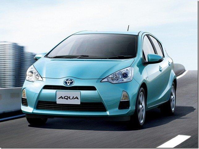 Toyota Aqua é lançado no Japão