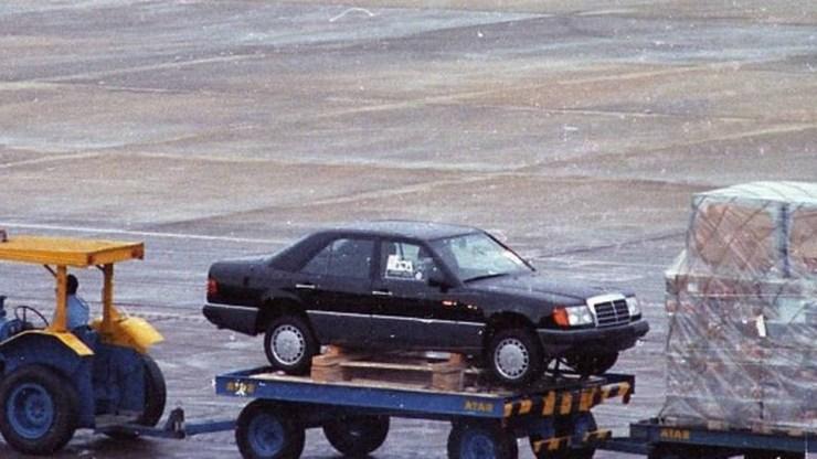 Mercedes 300 E, primeiro carro que desembarcou no Aeroporto do Galeão após a liberação das importações