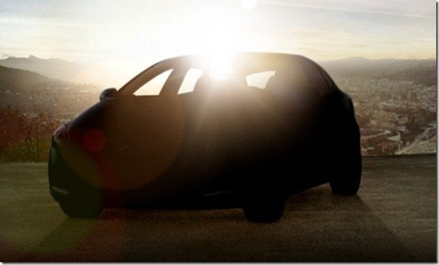 Volvo V40 tem teaser revelado, mas flagras adiantam o modelo