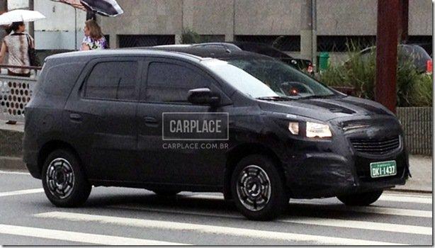 Chevrolet Spin é flagrada com camuflagens
