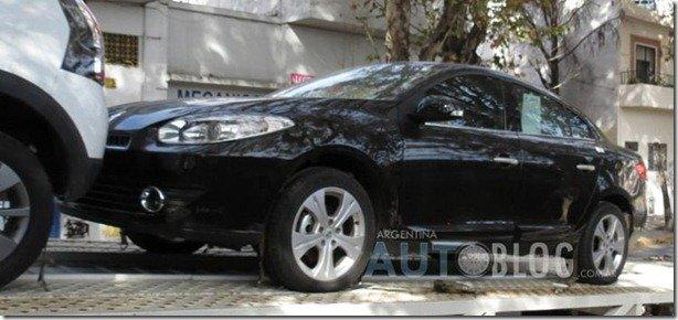 Renault Fluence Sport é flagrado limpo na Argentina