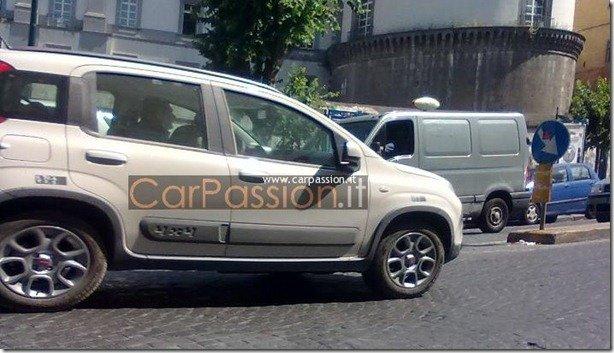 Novo Fiat Panda 4×4 é flagrado sem camuflagem