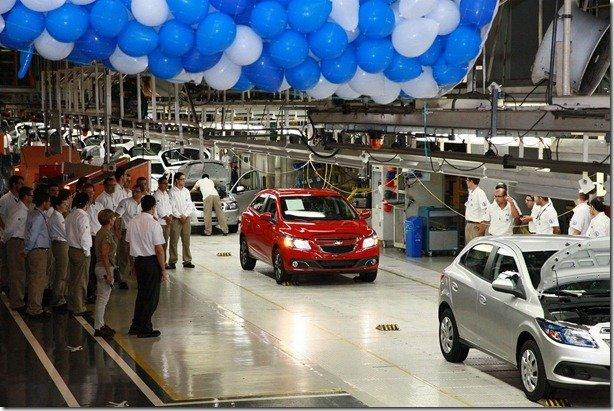 GM inicia 3° turno na fábrica de Gravataí
