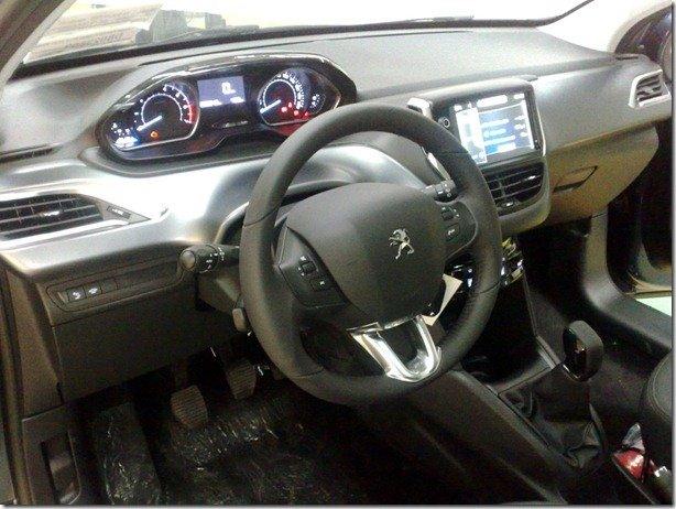 Este é o interior do Peugeot 208 brasileiro