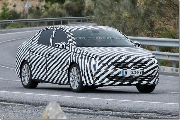 Nova geração do Peugeot 408 já roda em testes