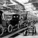 Linha de montagem de Henry Ford completa 100 anos