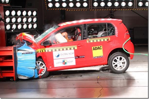 Volkswagen up! recebe 5 estrelas no Latin NCAP e Clio melhora sua nota