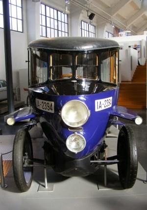 Rumpler-Tropfenwagen_-_Frontansicht_(Deutsches_Museum_Verkehrszentrum)[6]
