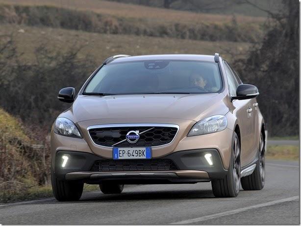 Volvo lança V40 Cross Country por R$ 141.500