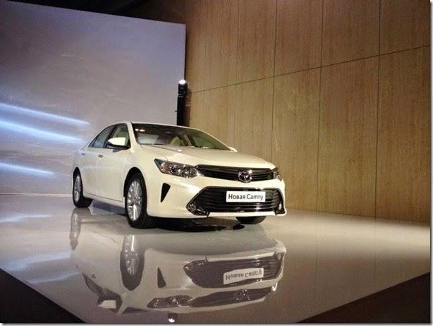 Novo Toyota Camry é revelado no Salão de Moscou