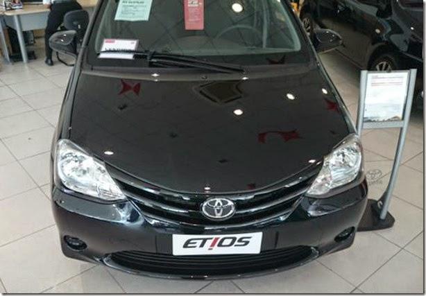 Toyota Etios 2015 começa a chegar às lojas com boas novidades