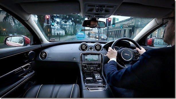 Jaguar mostra sistema que deixa colunas transparentes e transforma para-brisa em tela