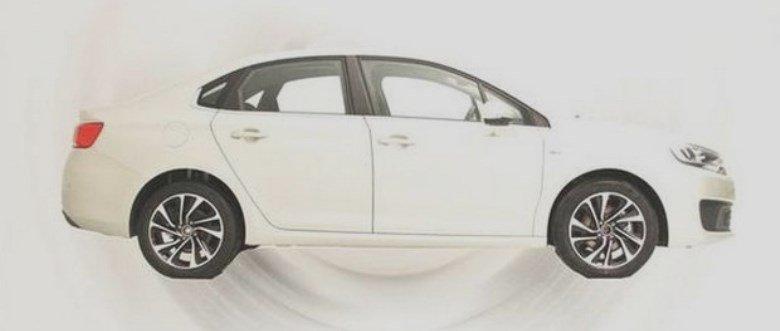 Citroën C-Quatre aparece sem disfarces na China