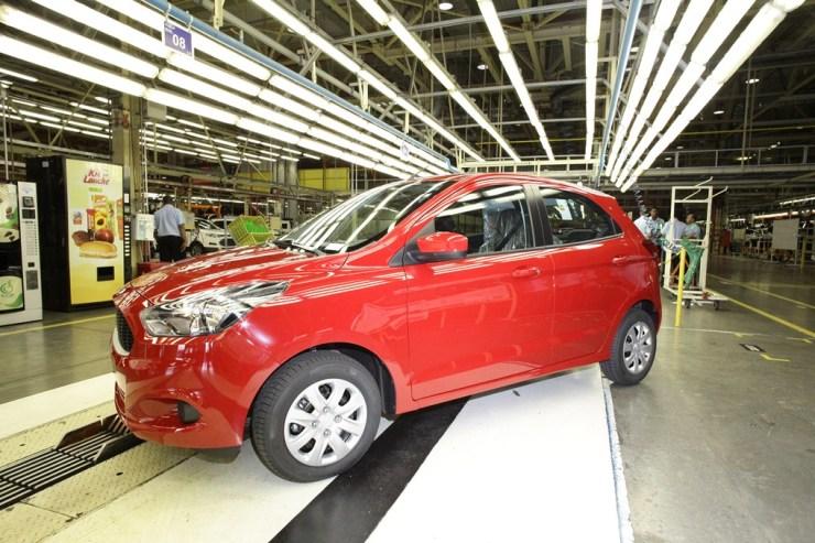 Ford Brazil celebrated 2.5 million vehicles produced at the Northeast Industrial Complex in Camaçari, Brazil, as a New Ka 1.0 rolled off the line. A Ford comemorou 2,5 milhões de veículos produzidos no Complexo Industrial de Camaçari, na Bahia. O modelo que simbolizou o marco histórico foi um Novo Ka 1.0 da cor vermelho Arpoador.