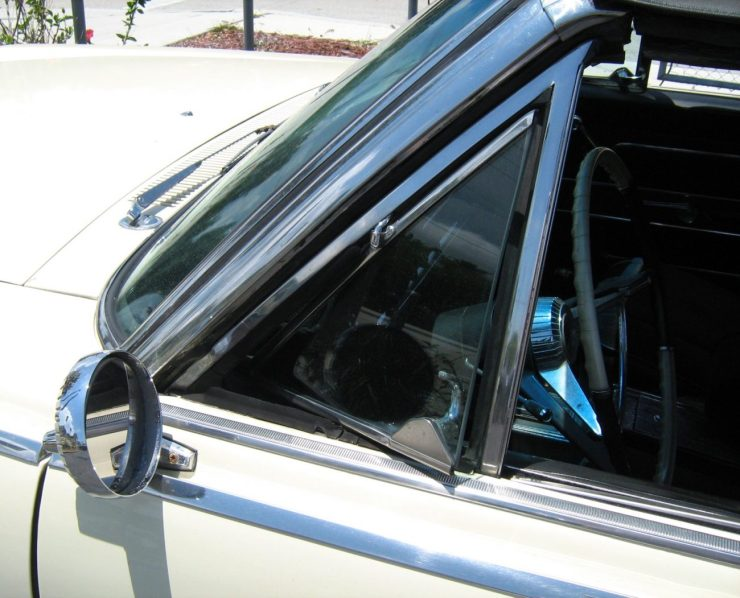1965_AMC_Ambassador_detail_of_vent_window