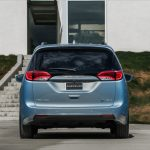 006-2017-chrysler-pacifica-hybrid-1
