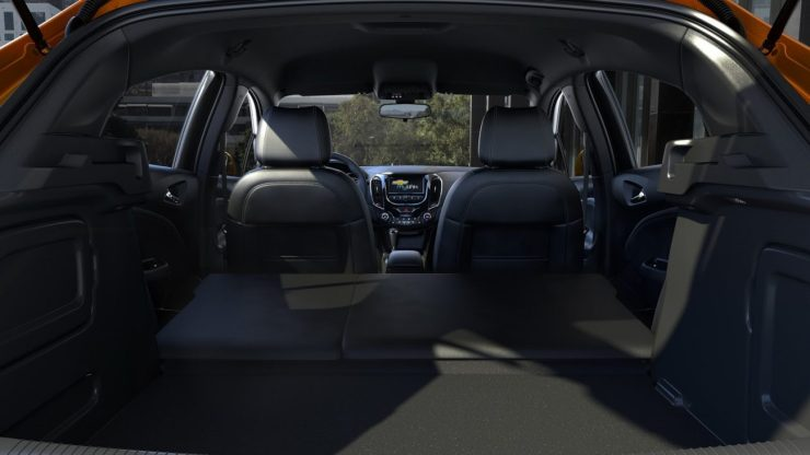 2017-Chevrolet-CruzeHatch-Detroit-3
