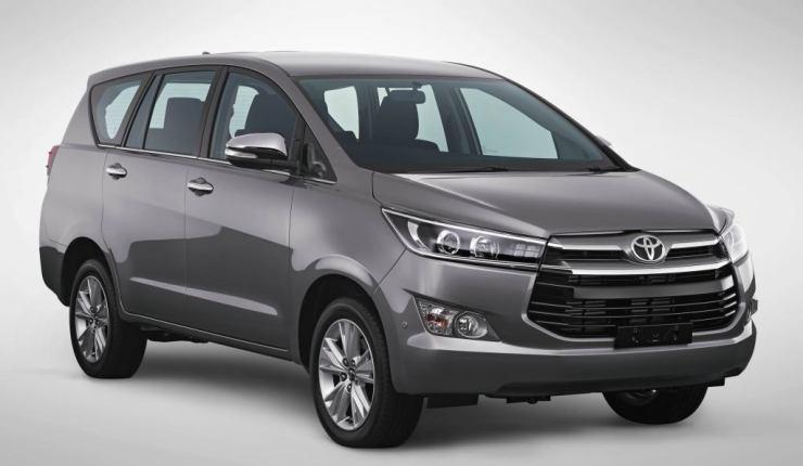 Toyota Innova, que usa a mesma plataforma da Hilux