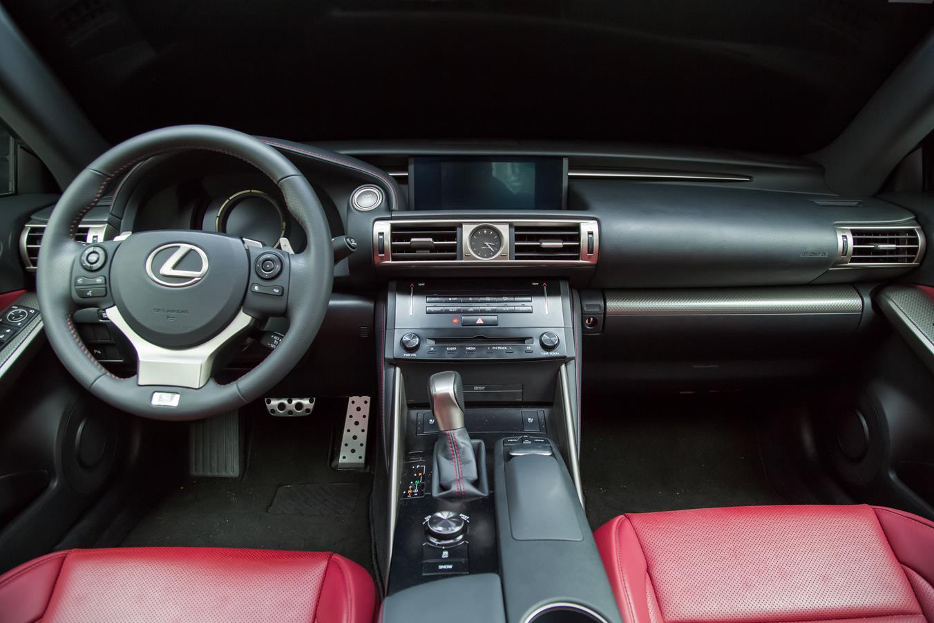Lexus IS 250 F Sport (17). No Banco De Trás, O Espaço é Bom Para Duas  Pessoas, Que Sentam Se Afastadas Das Portas. Como A Tração é Traseira, ...
