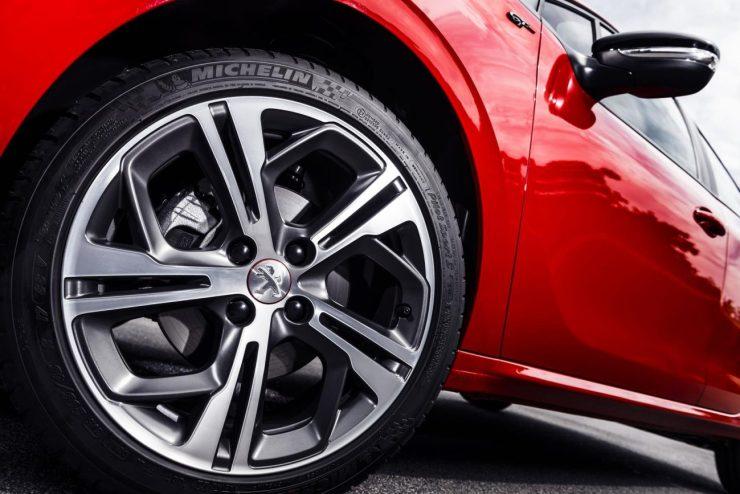 Peugeot 208 GT 2017 (5)