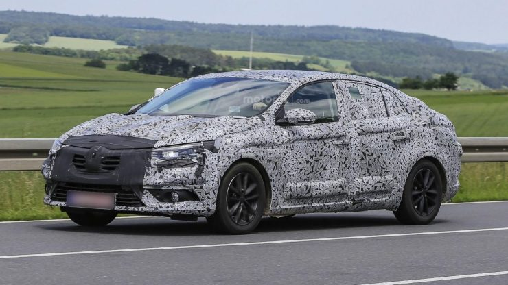 2016-renault-fluence-spy-photo