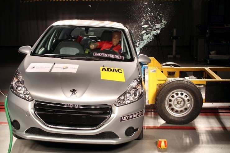Peugeot208-2Airbags_lateral