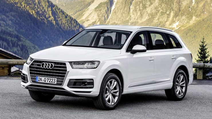 Standaufnahme    Farbe: Tofanaweiss    Verbrauchsangaben Audi Q7:Kraftstoffverbrauch kombiniert in l/100 km: 8,3 - 5,7;CO2-Emission kombiniert in g/km: 193 - 149