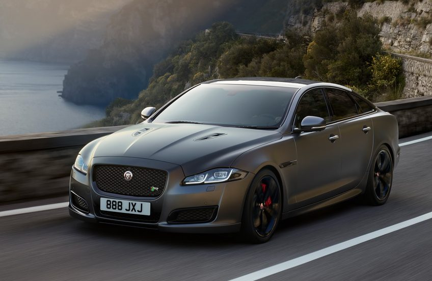 Jaguar apresenta o XJR 575: luxo e desempenho em dose selvagem