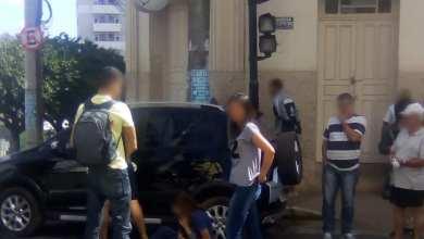 Photo of MÃE E FILHO FICAM FERIDOS EM COLISÃO NA LADEIRA DOS OPERÁRIOS