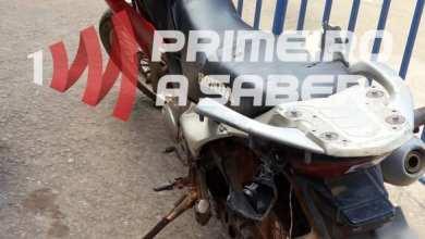 Photo of Motociclista inabilitado bate em viatura durante perseguição na Rua Doutor Brito