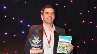 Photo of Escritor viçosense recebe premiação de melhor poeta/escritor em evento internacional na Argentina