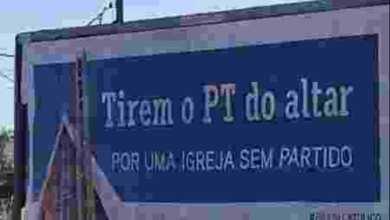 """Photo of Católicos do PR criam campanha por Igreja sem partido: """"Tirem PT do altar"""""""
