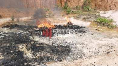 Photo of Homem é preso e autuado por colocar fogo em sucata a céu aberto em Cajuri