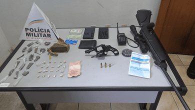 Photo of Após tentativa de fuga, PM prende dois homens com drogas e armas em Visconde do Rio Branco